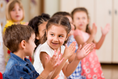 children clapping